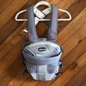 Chicco EUC gray baby carrier/harness